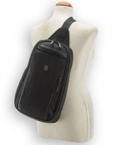 תיק גב כתף אחת אוכף סוויס Victorinox Professional 10